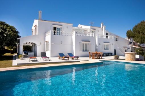 Schöne Villa mit Pool in Cala'n Blanes mit Touristenvermietlizenz