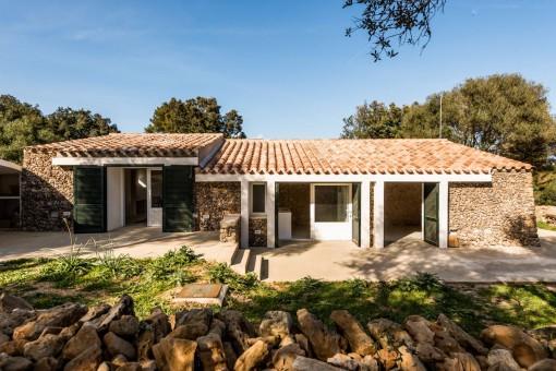 Finca in traumhafter Umgebung mit Agro-Tourismus-Lizenz in Es Mercadal