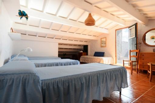 Schlafbereich im oberen Stock mit Zugang zur Terrasse
