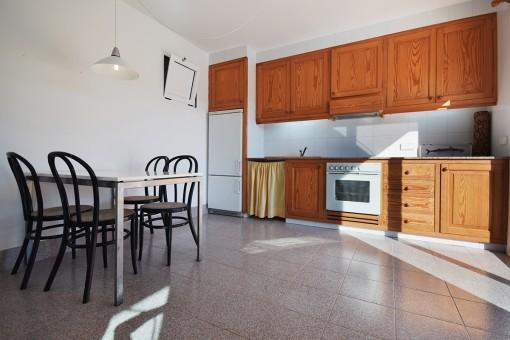 Einliegerwohnung mit offener Küche und Essbereich