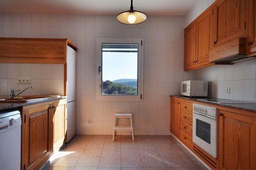 Offene Küche mit Elektrogeräten