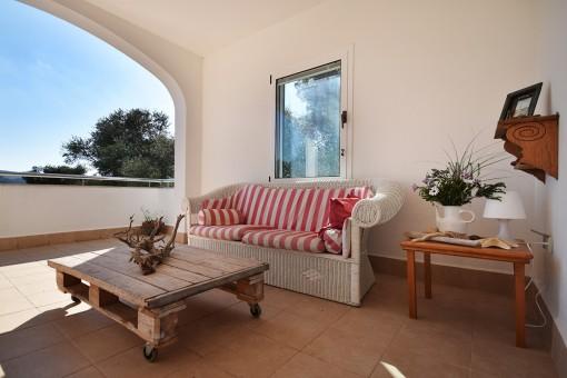 Gemütliche Terrasse mit Sitzbereich
