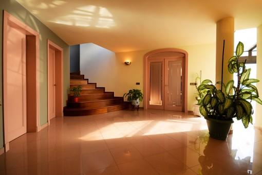 Eingangsbereich und Zugang zum oberen Stock
