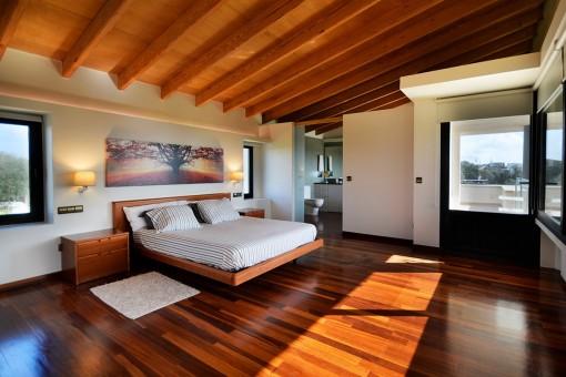 Sehr modernes Hauptschlafzimmer