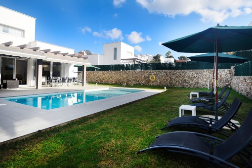 Moderne Villa mit privatem Pool in Son Bou