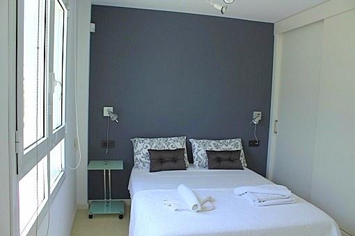 Doppelschlafzimmer mit Blick in den Garten