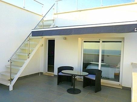 Private Terrasse mit Aufstieg zur Dachterrasse