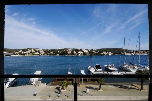 Neue Duplex-Wohnung in erster Linie im Hafen von Mahon