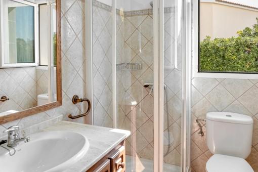 Das dritte Badezimmer mit Dusche