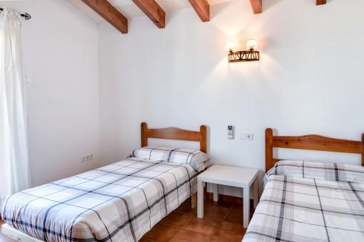 Eines von 4 hellen Schlafzimmern