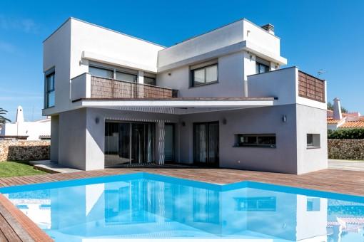 Modernes Einfamilienhaus mit Pool in Ciutadella