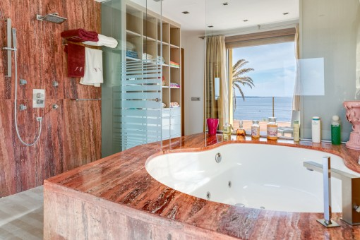 Badezimmer en Suite des Schlafzimmers