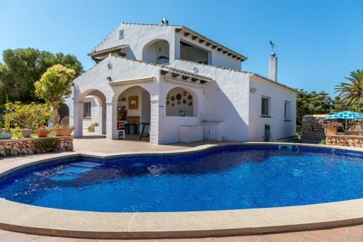 Wunderschönes Haus menorquinischer Bauart in entspannter idyllischer grüner Lage mit Pool