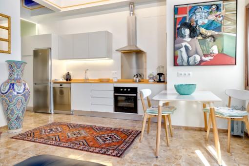 Designer-Wohnung mit eingerichtetem, großen Kellergeschoss in Mahon