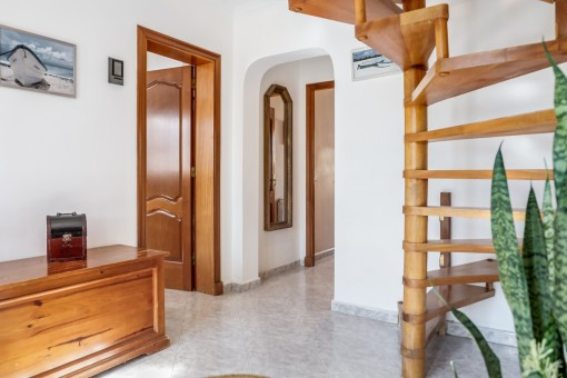 Flur mit Treppe zum Obergeschoss