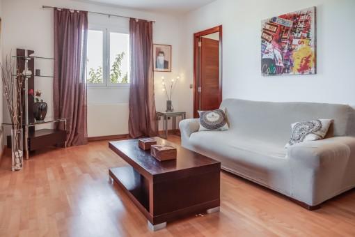 sch ne villa in mahon mit pool und gro em grundst ck kaufen. Black Bedroom Furniture Sets. Home Design Ideas