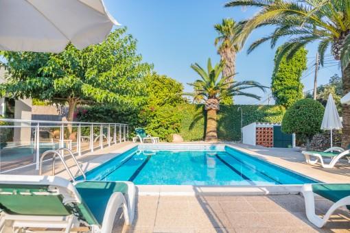 Ruhige, große Villa mit Pool in Trebaluger