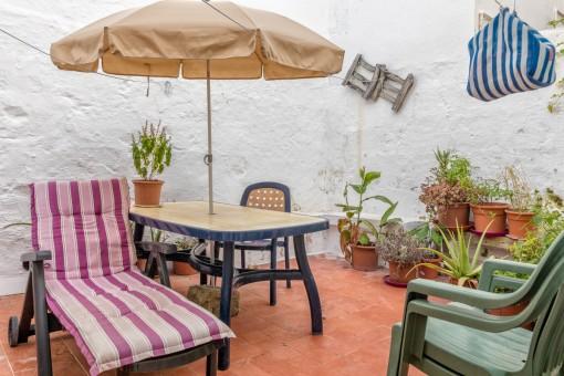 Schönes kleines Stadthaus mit Patio in Es Castell