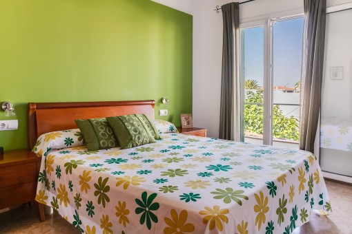 Hauptschlafzimmer mit Balkonzugang