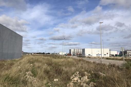 Grundstück in Industriegebiet mit Gewerbe- und Industrielizenz in Mahón