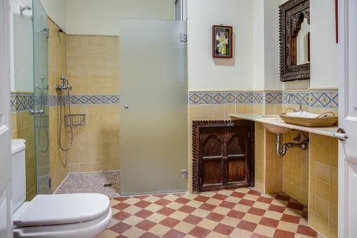 Badezimmer im authentischen Stil