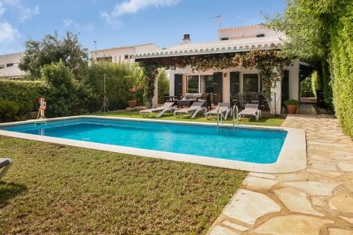 Sehr schönes Haus mit Garten, Pool und Vermietungslizenz in Biniancolla