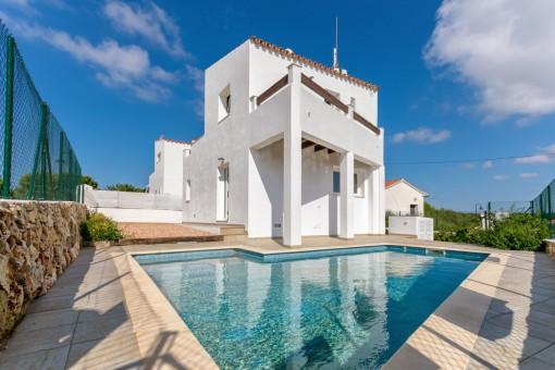 Schicke Villa mit Pool in Binibequer