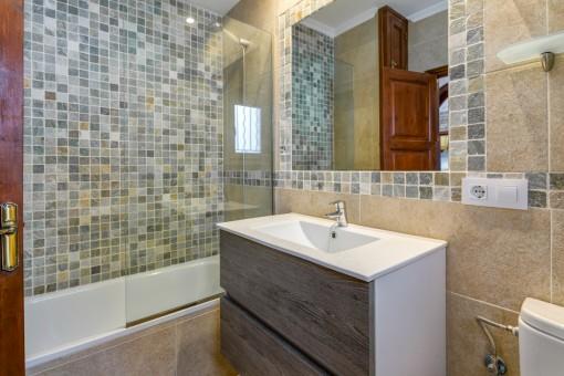 Das zweite moderne Badezimmer