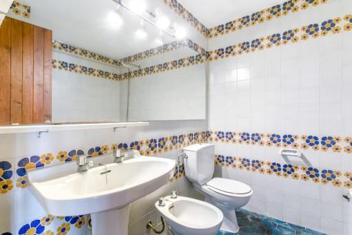 Charmantes Badezimmer mit Dusche