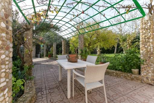 Haus mit 2 Apartments und großem Garten mit Pool in Binixica