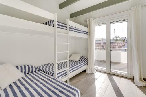 Zweites Schlafzimmer mit Balkon