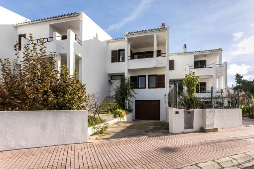 Schönes, ideal gelegenes Familienhaus mit Vorgarten in Alaior