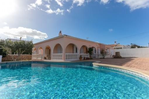 Großzügige, freistehende Villa mit Pool in Son Ganxo