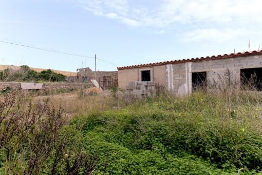 Grundstück in Binisaida mit renovierungsbedürftigem Haus