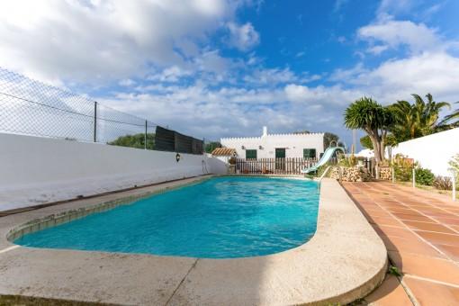 Schöne Doppelhaushälfte im Grünen mit Pool in Trepucó