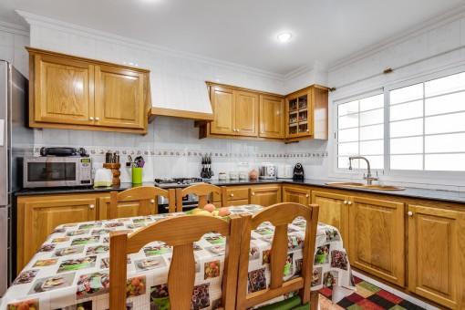 Küche mit weiteren Essbereich