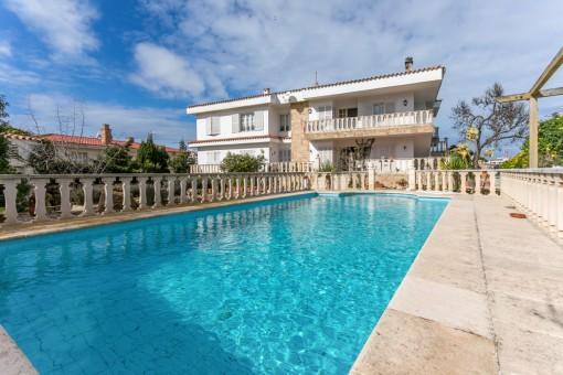 Großes Haus in erster Meereslinie in Es Castell