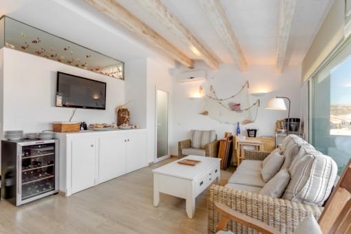 Stilvoller Wohn- und Essbereich