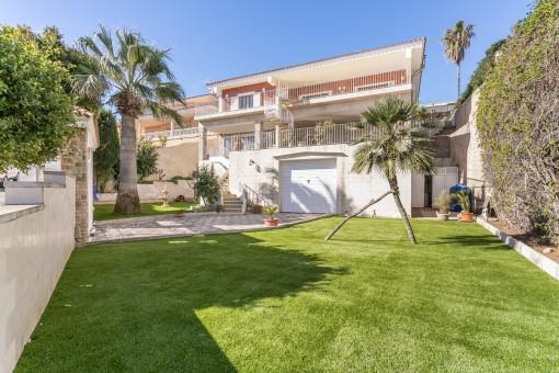 Große, schöne Stadtvilla mit Garten am Hafen von Mahón