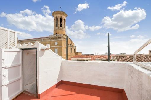 Spektakuläres, zweistöckiges Haus mit Dachterrasse im Zentrum von Mahón