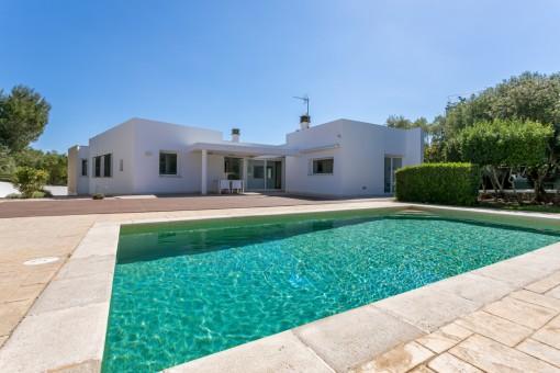 Tolle zeitgenössische Villa mit Pool und Ferienvermietlizenz in der Gegend von Cala Santandria