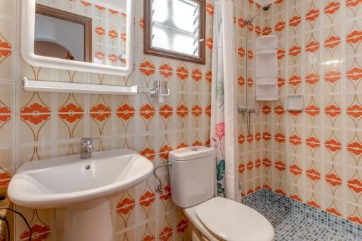 Eines von 4 Badezimmern