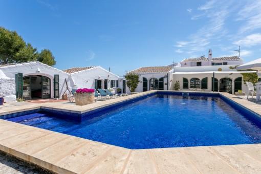 Tolles Landhaus in der Nähe von Sant Lluis mit sehr großem Grundstück, Pool und Vermietlizenz
