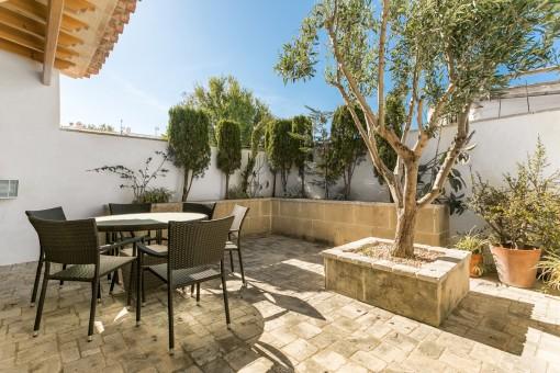 Tolles, hochwertiges Dorfhaus mit Whirlpool, Innenhof im italienischen Stil mit Privatsphäre und Garage in Sant Lluís