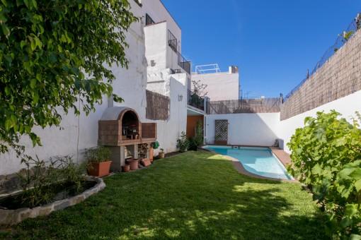 Schönes Dorfhaus mit Pool, Garten und tollem Blick über die Dächer von Mahón
