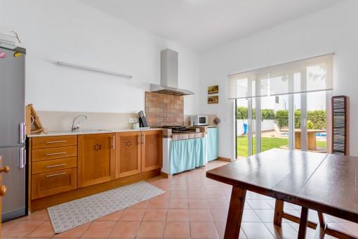 Kleine Küche mit Essbereich