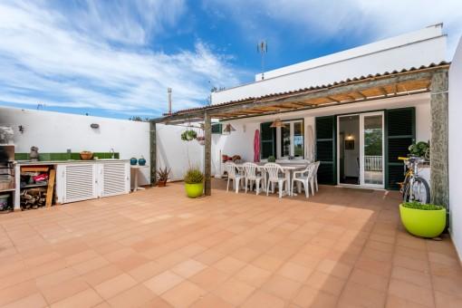 Kürzlich renoviertes, modernes Dorfhaus mit großem Garten in idealer Lage in Mahón