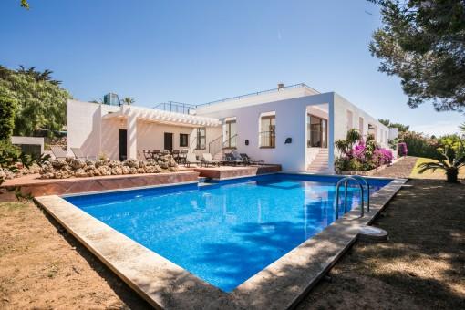 Moderne ruhig gelegene Villa mit Pool, Garten und Dachterrasse in Cap d'en Fonts