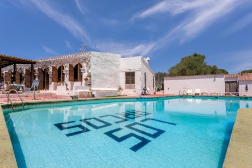 Unglaublich tolles Haus mit Restaurant, gültiger Betriebsgenehmigung und großem Pool in Cales Coves