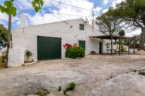 Renovierungsbedürftige, typisch menorquinische Finca südlich von Alayor